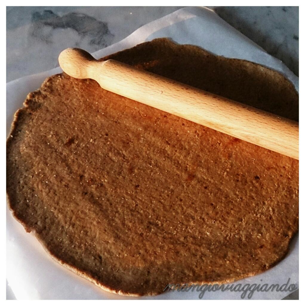 stendete la pasta sulla carta da forno sara più facile girarla
