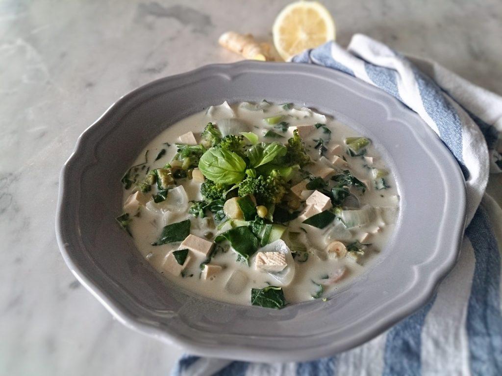 Zuppa vegana nello stile thai