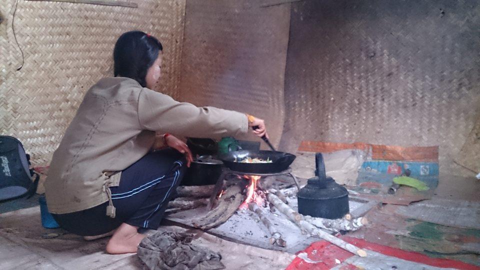 Kalaw Myanmar, la nostra guida che cucina nella casa che ci ospita