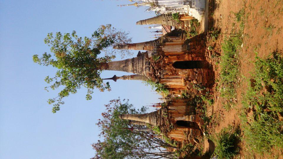 l'antico complesso di Shwe Inn Thein Paya- gita in barca sul lago Inle