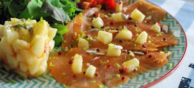 Salmone affumicato con pesche bianche